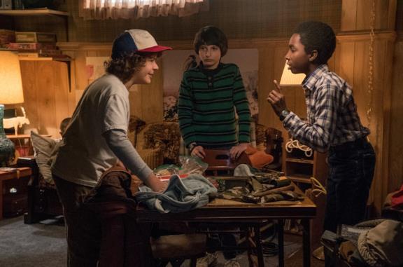 I protagonisti nello scantinato di Mike durante la prima stagione