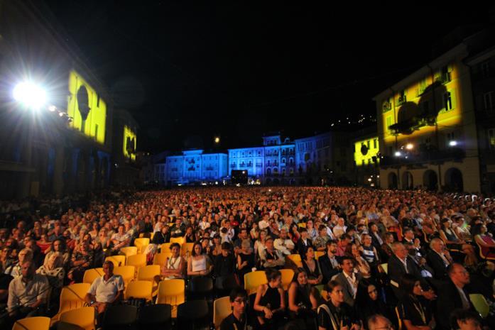 Una veduta mozzafiato del pubblico di Piazza Grande
