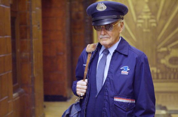 Secondo una teoria, Stan Lee nel MCU era un agente della TVA