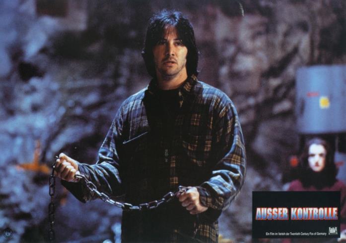 Keanu Reeves in una cartolina tedesca del film Reazione a catena