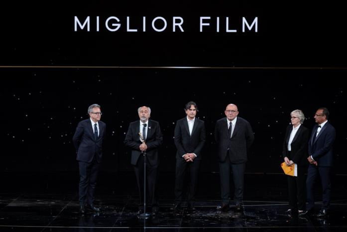 I produttori e il regista di Volevo Solo nascondermi sul palco