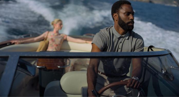 John David Washington in una scena del film Tenet