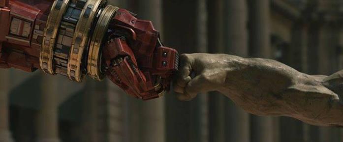 Scena di Avengers: Age of Ultron con Hulk e Iron Man nella Hulkbuster