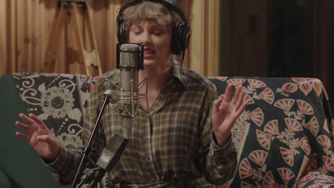 Taylor Swift arriva su Disney+ con Folklore: The Long Pond Studio Sessions