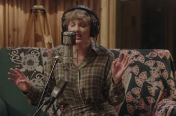 Taylor Swift arriva su Disney+ con Folklore: The Long Pond Studio Sessions