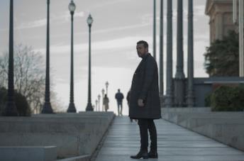 Mario Casa è Mateo Vidal in Suburbia Killer