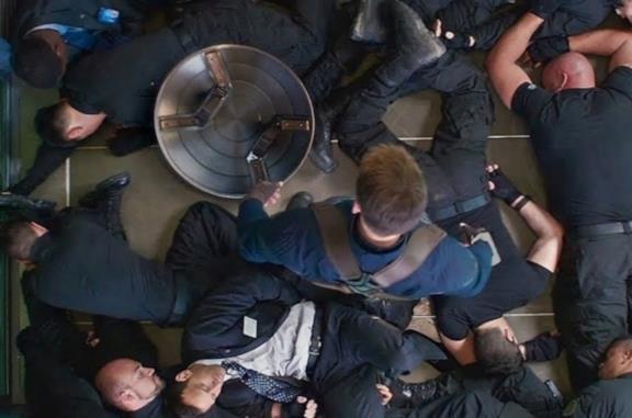 Captain America: The Winter Soldier, l'epica scena del combattimento in ascensore