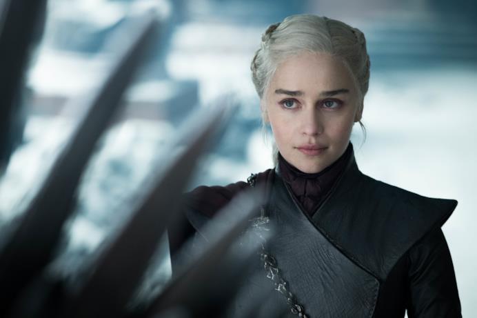 Daenerys guarda il trono nell'episodio di GoT 8x06, The Iron Throne