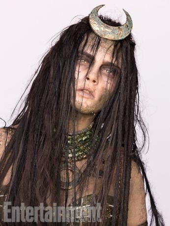 Il character poster di Enchantress (Cara Delevingne) in Suicide Squad