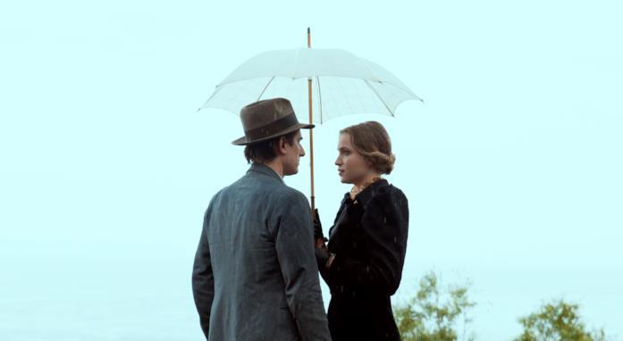 Martin Eden e la sua amata sotto l'ombrellino di lei