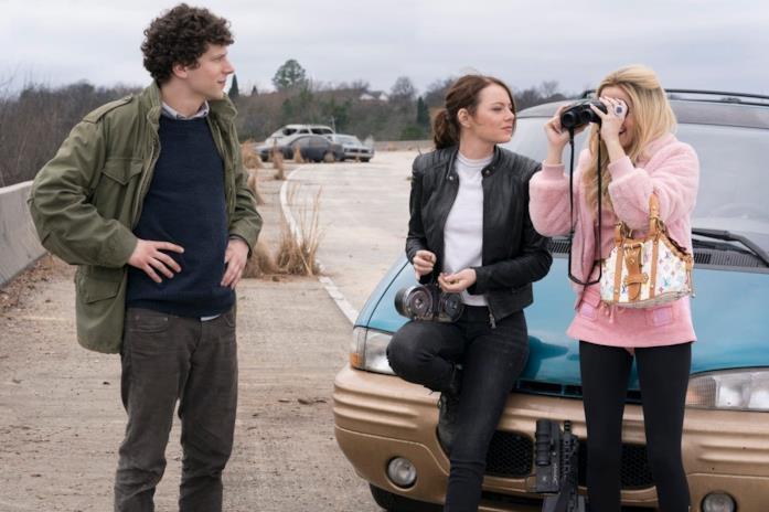 Zoey Deutch e i protagonisti di Zombieland - Doppio Colpo