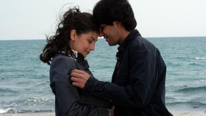 Eva e Marco al mare ne I Cesaroni