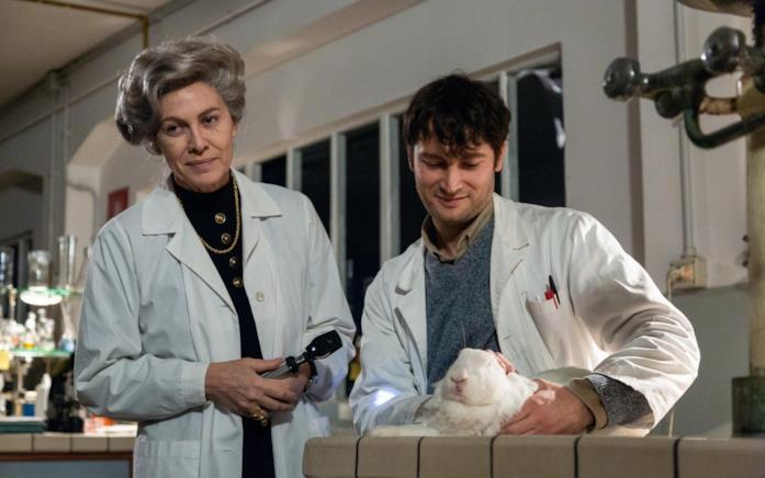 L'incontro con Elena riporta la Montalcini in laboratorio