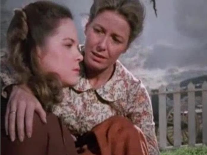 Mary Ingalls e la madre Caroline una scena de La casa nella prateria