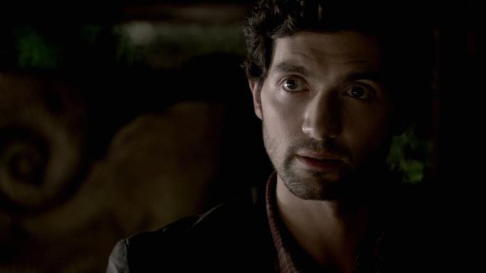 Il professor Shane, inerpretato dall'attore David Alpay