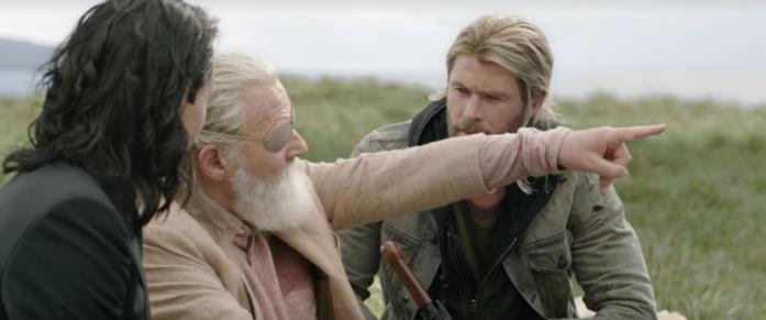 Loki, Odino e Thor in una scena di Thor: Ragnarok