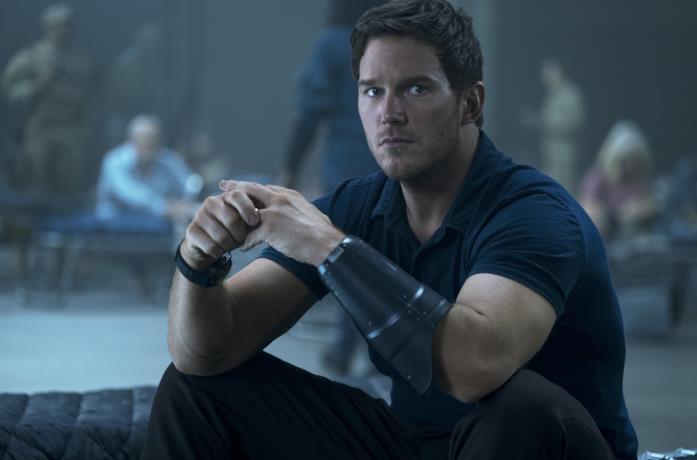 Chris Pratt in una scena del film La guerra di domani