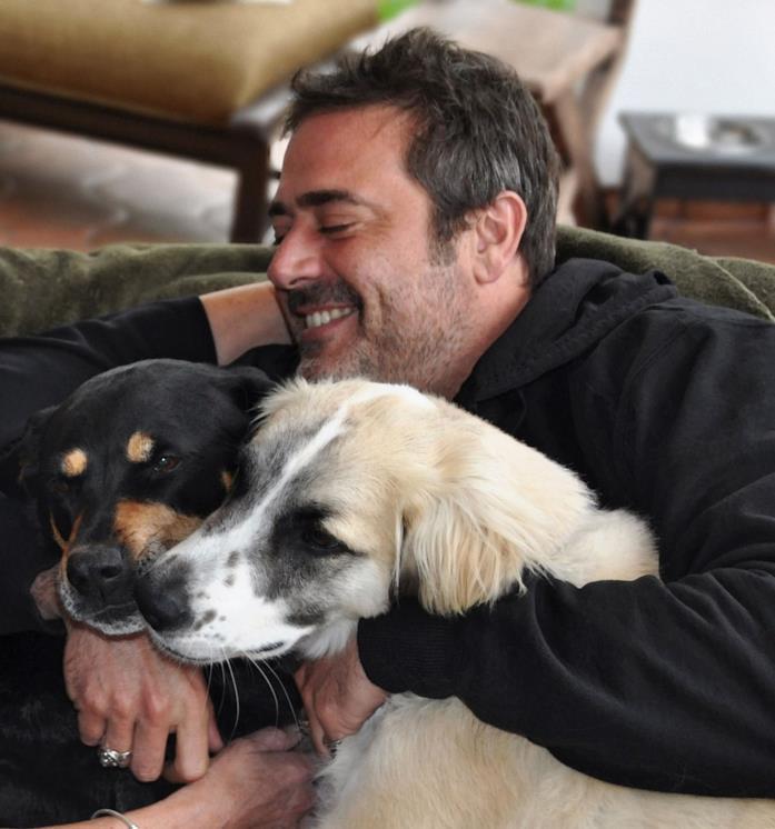Jeffrey Dean Morgan con i suoi cani, Bisou e Bandit