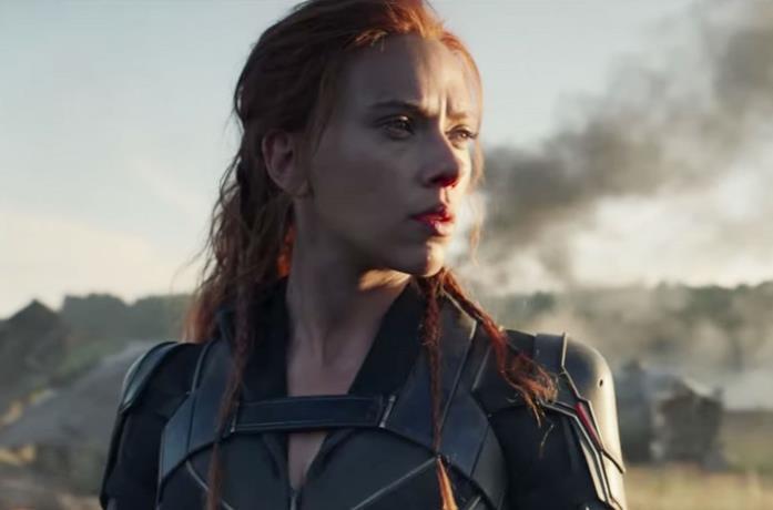 Scarlett Johansson in una scena del film Black Widow