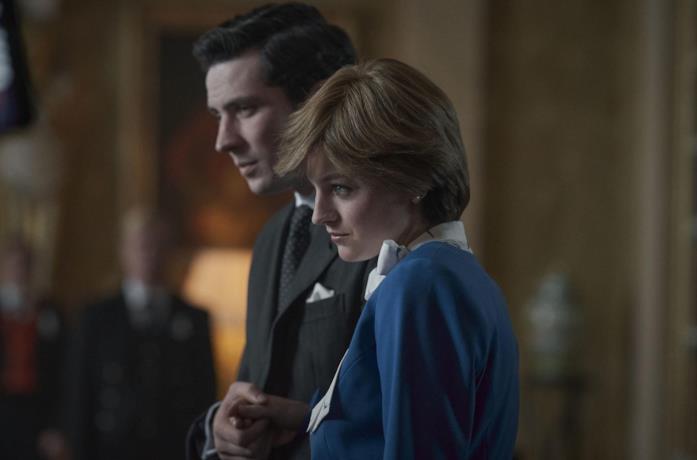 Josh O'Connor e Emma Corrin in The Crown