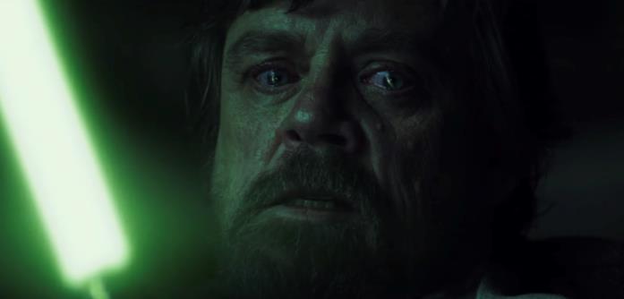 Luke vuole uccidere Kylo Ren con la sua spada laser
