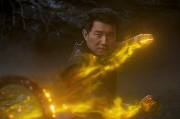 Shang-Chi è connesso a Hulk, Doctor Strange e... Matrix: i sorprendenti camei del nuovo trailer