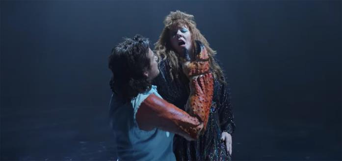 Jason Bateman e Melissa McCarthy in una romantica scena di Thunder Force