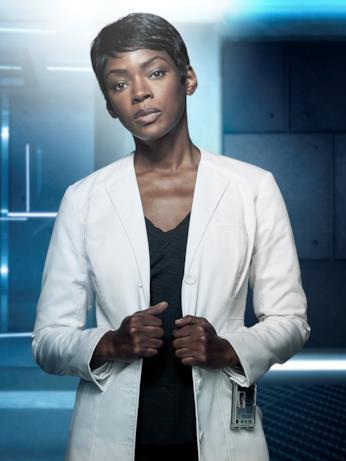 La dottoressa Nichike Sykes, interpretata da Caroline Chikezie
