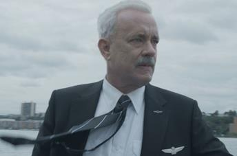 Tom Hanks nei panni di Chesley Sullenberger in Sully