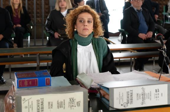 Imma Tataranni con la toga a processo