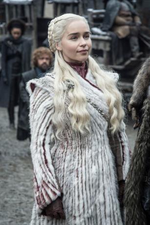 Emilia Clarke in una scena da Game of Thrones 8