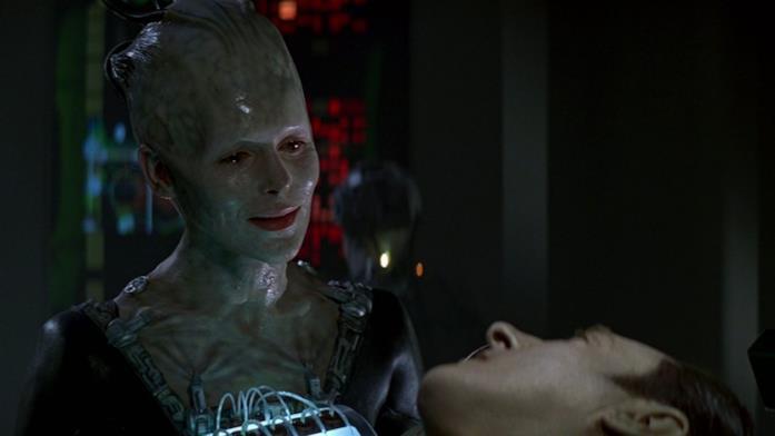 Alice Krige e Brent Spiner interpretano la Regina Borg e l'androide Data