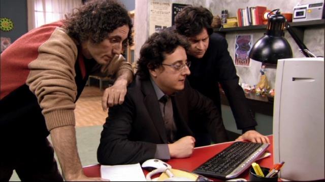 I tre sceneggiatori de Gli occhi del cuore al lavoro davanti al PC