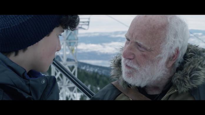 Padre parla con il figlio della protagonista di Daughter of the Wolf