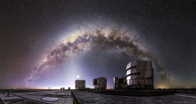 Uno scorcio del Very Large Telescope dell'ESO