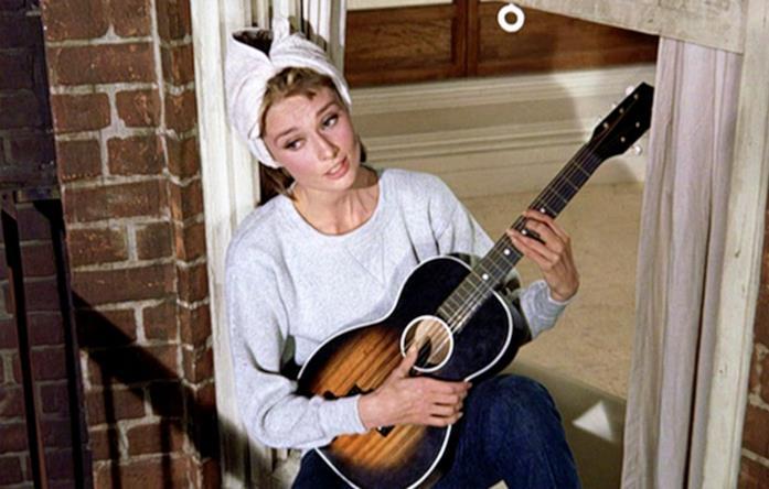 La scena di Moon River e Audrey Hepburn