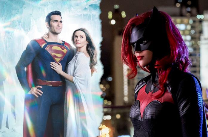Superman e Lois (sinistra) e Batwoman (destra)