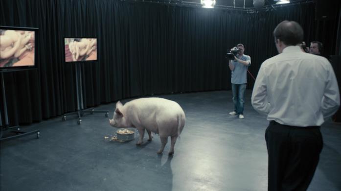 Una scena di Black Mirror - Messaggio al primo ministro, con il maiale
