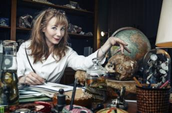 Julie Depardieu in una scena della serie TV Alexandra