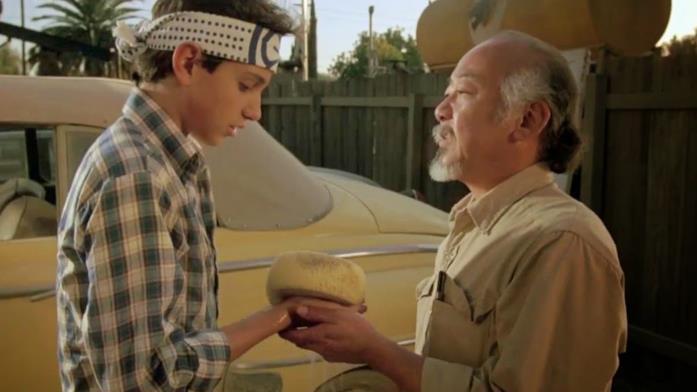 Ralph Macchio e Pat Morita in una scena del film