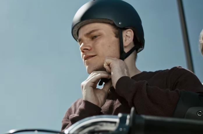 Un primo piano di Shane Graham nel film The Ride - Storia di un campione