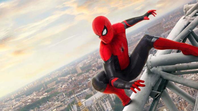 Spider-Man a Londra in un'immagine promozionale di Spider-Man: Far From Home