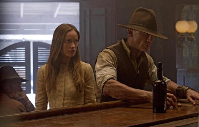 Una scena di Cowboys and Aliens con Harrison Ford e Olivia Wilde