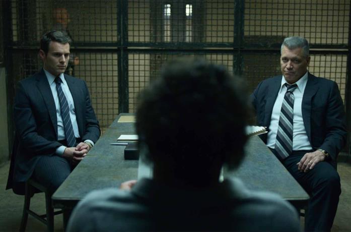 I protagonisti di Mindhunter a colloquio con un serial killer