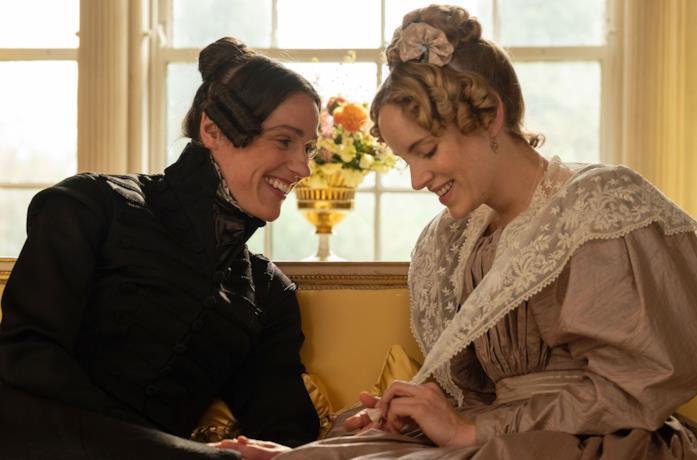 Suranne Jones e Sophie Rundle in una scena della serie Gentleman Jack