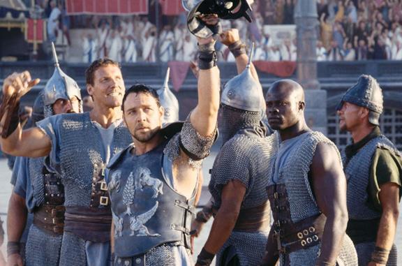 Un'immagine di Russell Crowe nell'arena de Il Gladiatore