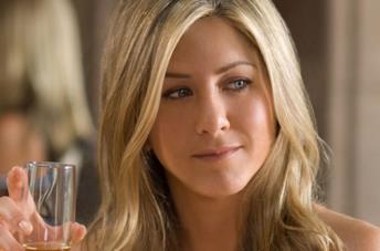 Jennifer Aniston sotto il flash dei fotografi