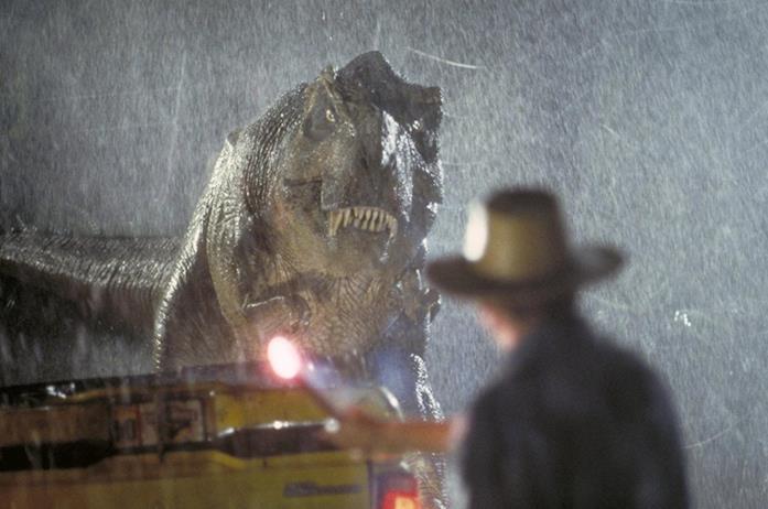 Il pericolosissimo T-Rex viene attirato dal bengala