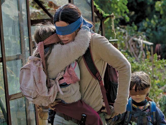 Sandra Bullock in una scena di Bird Box