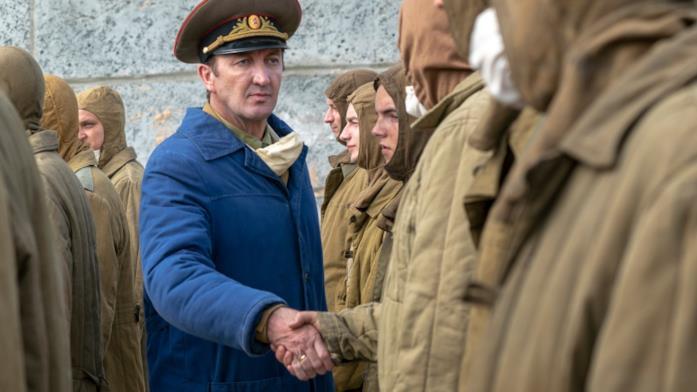 Ralph Ineson in una scena della serie TV Chernobyl